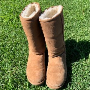 Ugg Classic boots in chestnut.